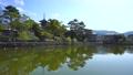 奈良の風景 春の朝の猿沢池の水面に映り込む興福寺五重塔と三条通りを自転車で通勤通学する人々 76690804