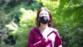 マスクを着用してジョギングする女性 77472934