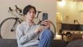 A man who uses a smartphone 77511518