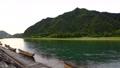 梅雨空の長良川と金華山 77834977