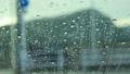 雨の日 車の窓ガラスの水滴 自動車 運転 イメージ 78651179