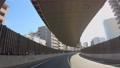 高速道路を走る自動車の車窓からの景色 78680154