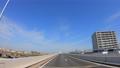 高速道路を走る自動車の車窓からの景色 78680155