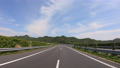 高速道路を走る自動車の車窓からの景色 78680156