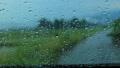 雨の日 車の窓ガラスの水滴 自動車 運転 イメージ 78686080