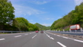 高速道路を走る自動車の車窓からの景色 78801817