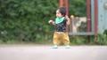 よちよち歩きの幼児_1歳6ヶ月 78867006