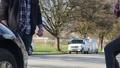 車をぶつけてしまった人と話し合いをする 81619596