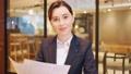 オンライン会議に参加する外国人ビジネスウーマン 撮影協力:WEEK芝大門(サンフロンティア不動産) 81830544