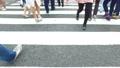 渋谷スクランブル交差点を横断するイメージ動画 82025040