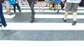 渋谷スクランブル交差点を横断するイメージ動画 82025763