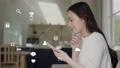 Women's network concept using smartphones 82028095