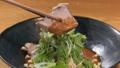 ヘルシーな豚肉を箸上げしたシーン 82035601