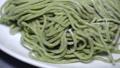 緑色の麺をパンして撮影 82176091