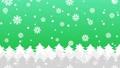 森に雪と結晶が降るアニメーションのグラデーション背景パターン  82378256