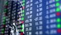 株価の一覧ボードとビジネスマン 82530698