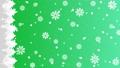 森に雪と結晶が降るアニメーションのグラデーション背景パターン 縦用 82709161